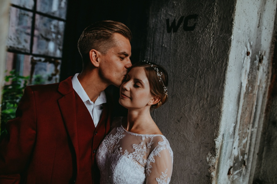 Sesja ślubna - Urban Exploration in Gniezno 19